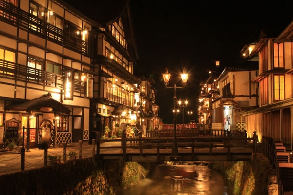 山形県銀山温泉の夜景