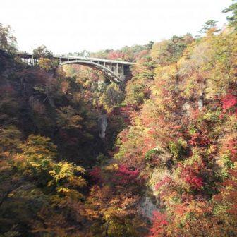 紅葉の鳴子温泉郷